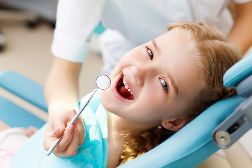 zęby mleczne u dziecka